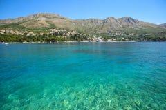 Mar adriático azul en la playa de Srebreno Imagen de archivo libre de regalías