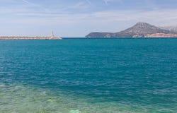 Mar adriático, faro y las montañas Imagen de archivo libre de regalías