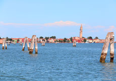 Mar adriático y la pequeña isla de Burano con las casas coloridas Imágenes de archivo libres de regalías