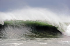 Mar agitado con la fractura grande de la onda Foto de archivo libre de regalías