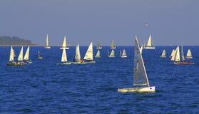 Mar apretado con los veleros Fotografía de archivo libre de regalías