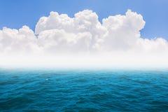 Mar azul Fotos de Stock Royalty Free