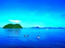 Mar azul Fotos de archivo libres de regalías