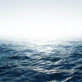 Mar azul com céu Imagens de Stock Royalty Free