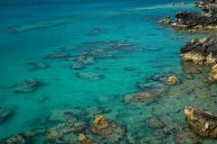 Mar azul cristalino Fotos de archivo libres de regalías