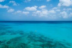Mar azul Curaçao Foto de archivo