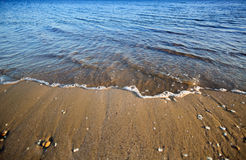 mar azul e céu perfeito Fotos de Stock