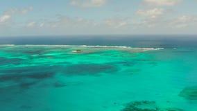 Mar azul e isla tropical, paisaje marino, Filipinas almacen de video