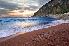 Mar azul en el tiempo de la puesta del sol Imagen de archivo