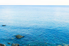 Mar azul en Montenegro imagenes de archivo