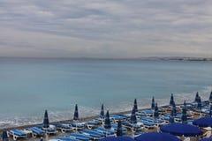 Mar azul en Niza Fotos de archivo libres de regalías
