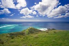 Mar azul no cabo Reinga Imagens de Stock Royalty Free