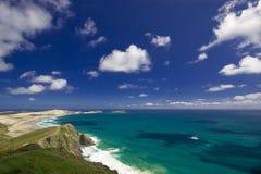 Mar azul no cabo Reinga Fotografia de Stock Royalty Free