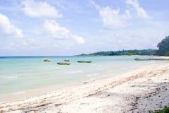 Mar azul sereno nas praias de Bharatpur, Neil Island Imagens de Stock Royalty Free