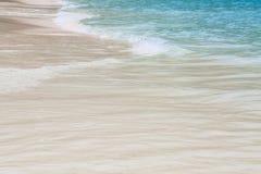Mar azul y onda agradable Fotos de archivo libres de regalías