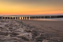Mar Báltico no nascer do sol bonito na praia de Poland Fotos de Stock