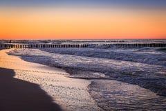 Mar Báltico no nascer do sol bonito na praia de Poland Fotos de Stock Royalty Free