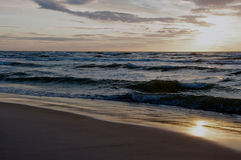 Mar Báltico no tempo do por do sol, Polônia, Leba Fotografia de Stock