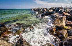 Mar Báltico, rochas, paisagem bonita! imagem de stock royalty free