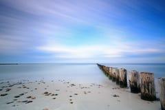 Mar Báltico y rompeolas Imagen de archivo