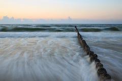 Mar Baltico ed il frangiflutti Fotografie Stock