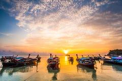 Mar bonito com a luz 7 da manhã Imagem de Stock Royalty Free