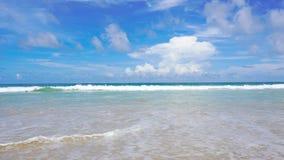 Mar bonito da praia de Phuket Tail?ndia da costa oeste no ver?o Sun 4K, videoclip de UHD video estoque