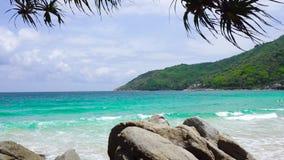 Mar bonito da praia de Phuket Tail?ndia da costa oeste no ver?o Sun 4K, videoclip de UHD vídeos de arquivo