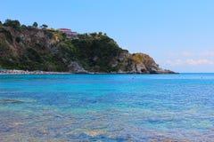 Mar bonito dos azuis celestes de Sicília, Itália Fotografia de Stock Royalty Free