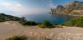 Mar, céu e rochas Imagens de Stock Royalty Free