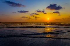 Mar, c?u, Sun, praia, ouro fotos de stock royalty free