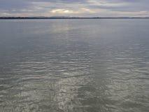 Mar calmo no céu da manhã Imagens de Stock Royalty Free