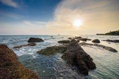 Mar claro bonito de pedra 04 foto de stock