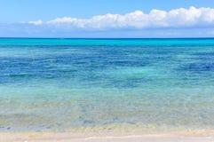 Mar colorido na ilha de Nacula em Fiji imagens de stock