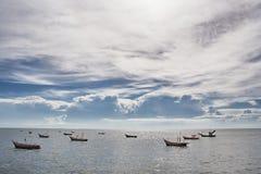 Mar com céu nebuloso Fotos de Stock Royalty Free