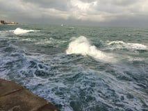 Mar com ondas Fotografia de Stock Royalty Free
