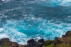 Mar con agua y las ondas claras Fotografía de archivo libre de regalías