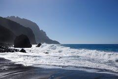 Mar con la costa costa en el La Gomera Fotografía de archivo libre de regalías