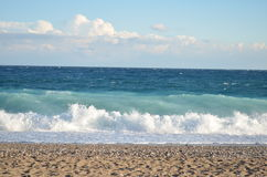 Mar con las ondas en tiempo ventoso Imagen de archivo