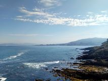 Mar contra rocas fotografía de archivo libre de regalías