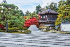 Mar da areia de prata na frente de Ginkaku-ji fotografia de stock