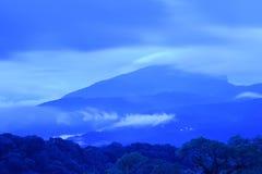 Mar da paisagem da névoa nas montanhas Fotografia de Stock
