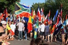 Mar das bandeiras na parada Imagem de Stock Royalty Free