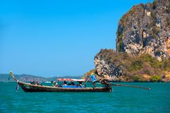 Mar de Adaman, Railay, Krabi, Tailandia - Februrary 2014 foto de archivo