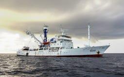 Mar de Andaman, Tailândia - novembro 9, 2012: O milivolt Seafdec estava navegando ao mar de Andaman para mudar a boia da detecção fotografia de stock royalty free