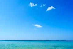 Mar de Asia con el cielo azul Imagen de archivo libre de regalías