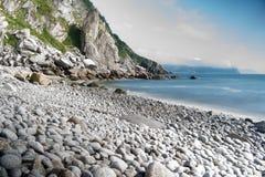 Mar de costa norte de Okhotsk imagens de stock royalty free