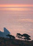 Mar de Japón. Otoño. Puesta del sol imagen de archivo