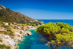 Mar de la isla de Elba cerca de Chiessi Foto de archivo