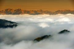 Mar de la montaña de nubes Foto de archivo libre de regalías